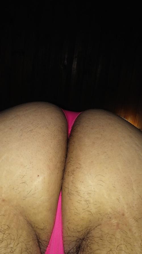 putita en tanga rosa