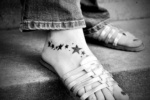 sexys pies tatuado